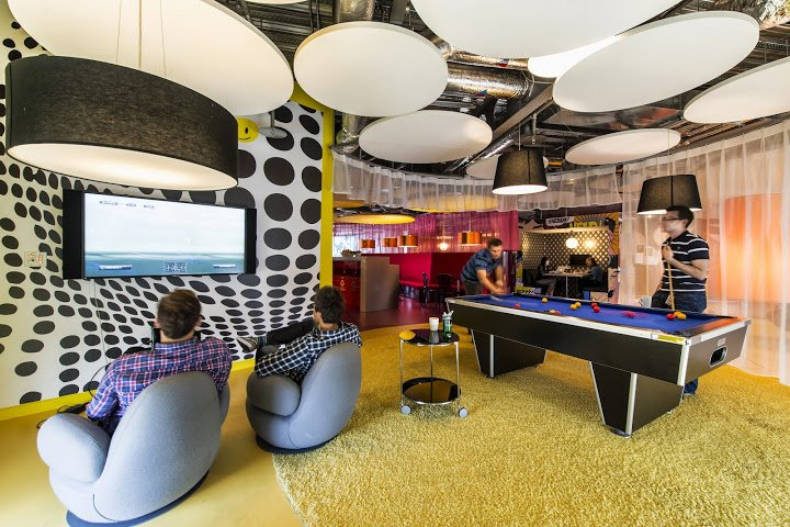 a-meeting-space-with-circles-on-the-ceiling