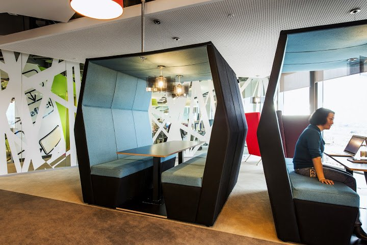 little-meeting-spaces-for-people-to-face-each-other
