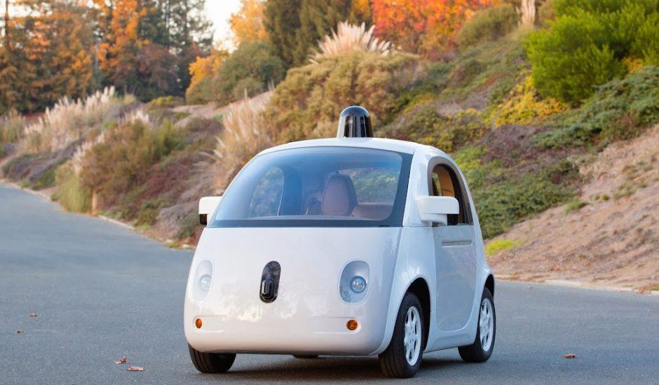 La voiture sans chauffeur de Google arrive sur la route