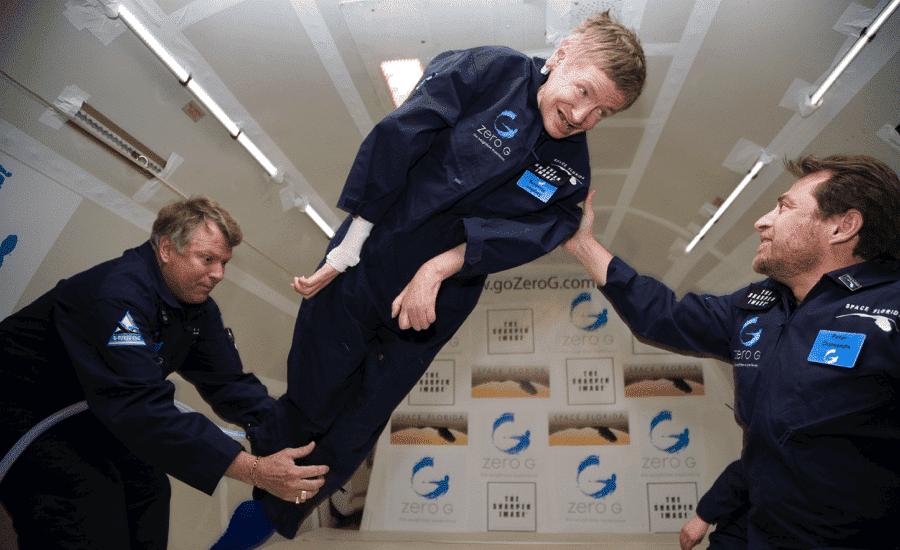 Stephen Hawking va aller dans l'espace