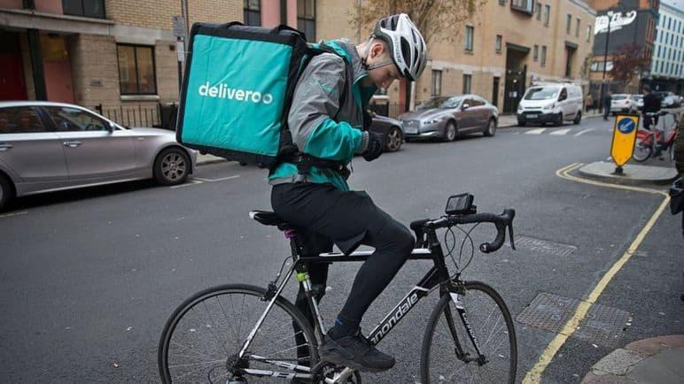 livreur indépendant Deliveroo sur son vélo