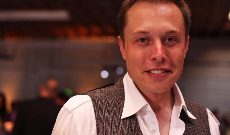 Elon Musk lance-flammes
