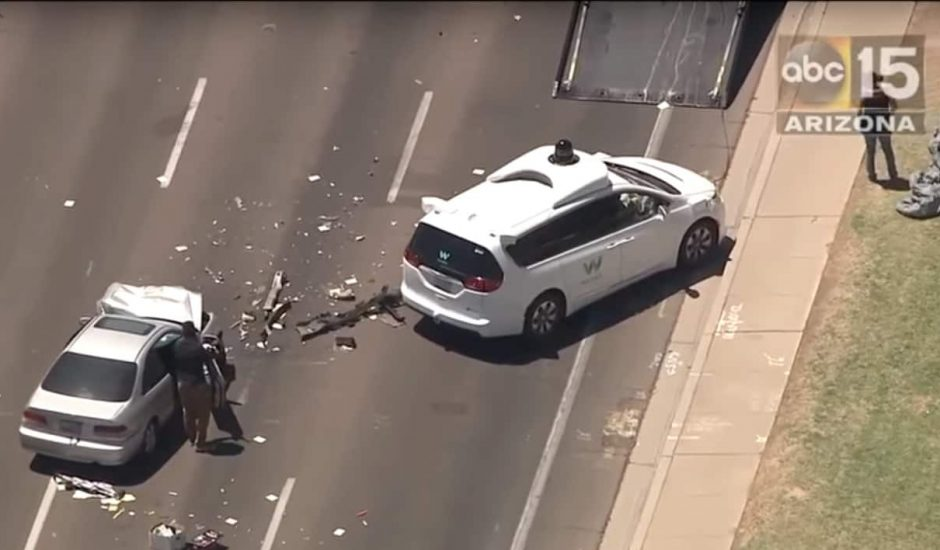 Véhicule Waymo impliqué accident