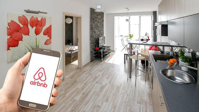 Airbnb travaillerait