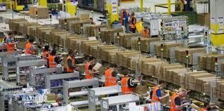 Amazon paie certains de ses employés pour décrire leurs bonnes conditions de travail