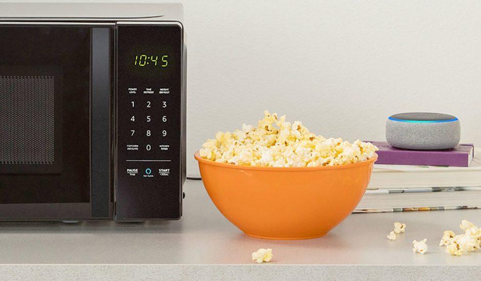 Amazon officialise le lancement de son micro-ondes compatible avec Alexa