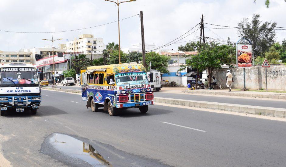 Un bus dans les rues de Dakar