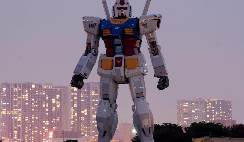 Une statue de mecha Gundam
