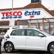 Tesco et Volkswagen s'associe pour offrir le plus grand réseau de recharge de voitures électriques au Royaume-Uni