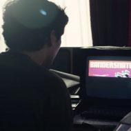 Black Mirror dévoile une bande-annonce pour son épisode inédit Bandersnatch.