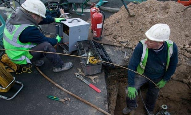 Les ouvriers sont soulagés par les micros-robots.