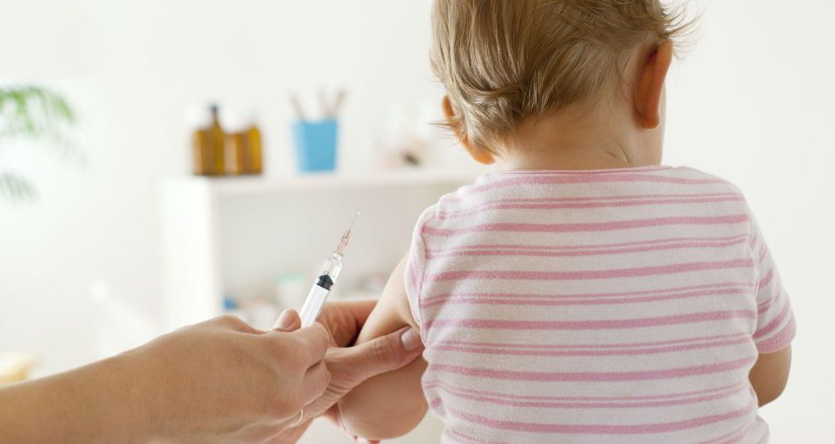 Facebook sous pression pour supprimer des groupes fermés de désinformation sur la vaccination.