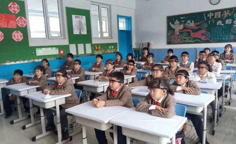 La Chine testerait dans certaines écoles des bandeaux permettant de mesurer le degrés d'attention d'élèves en classe.