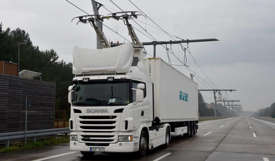En Allemagne, des camions électriques circulent sur des autoroutes prévues à cet effet.