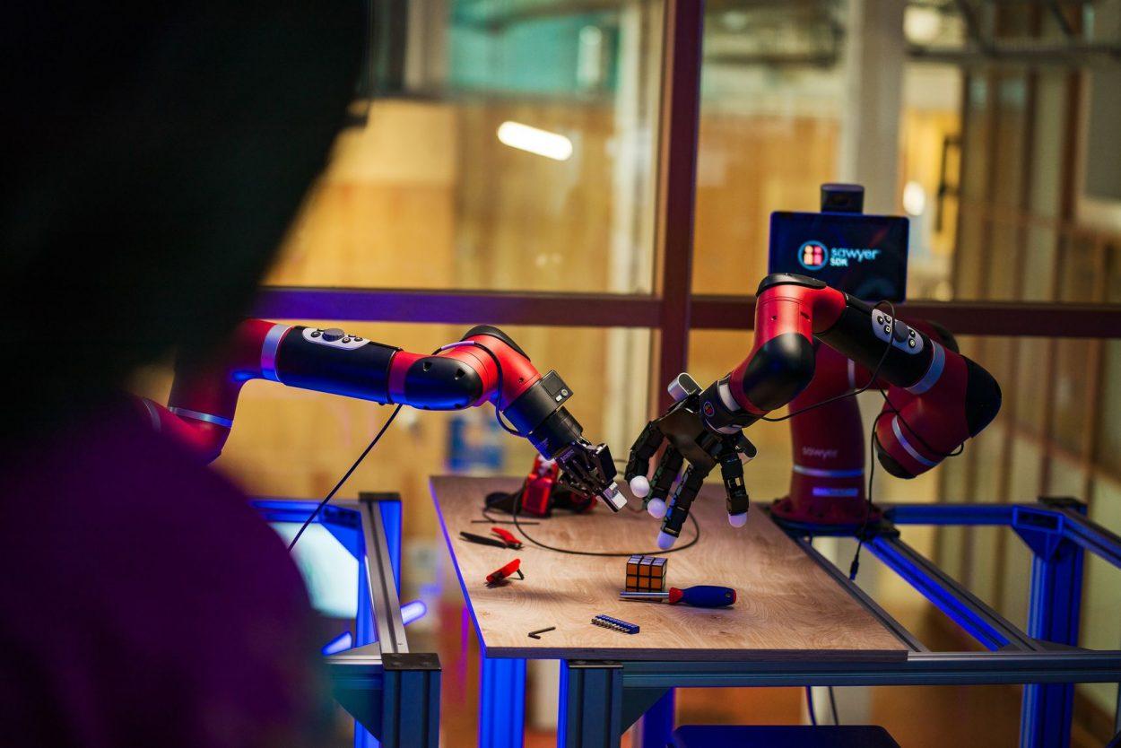 Facebook fait des expériences avec des robots.