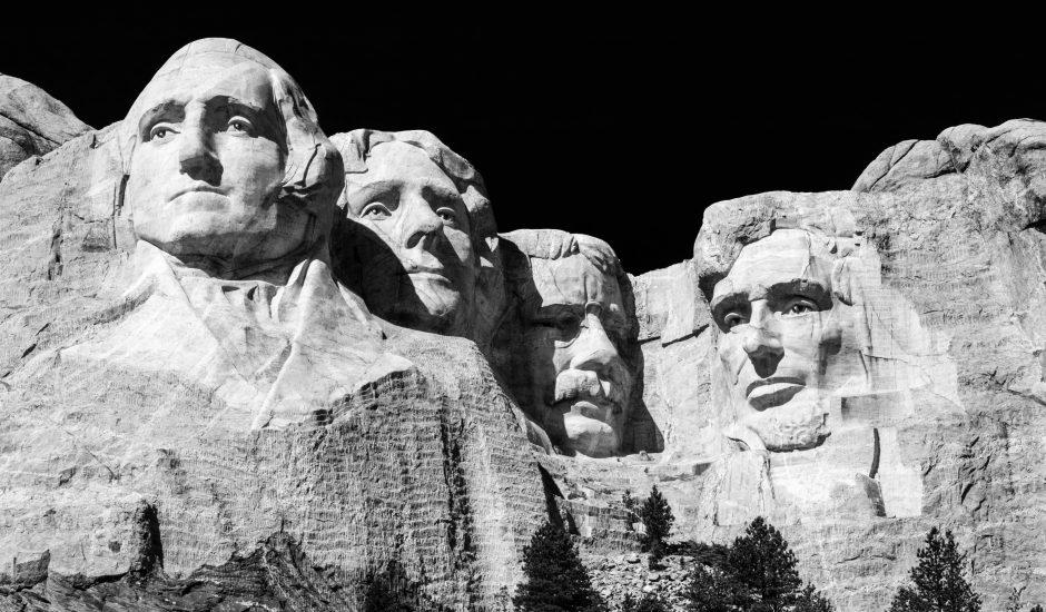 Les sculptures du le Mont Rushmore.