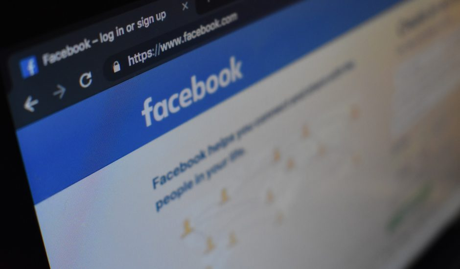 Facebook est appelé à l'aide par la BBC