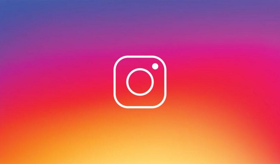 Le logo Instagram en transparence sur un fond multicolor.
