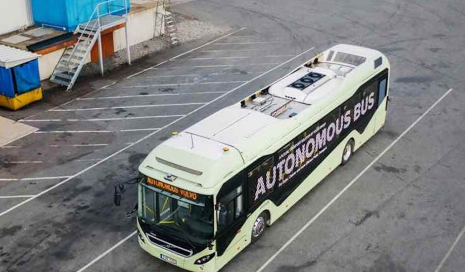 Volvo développe un bus autonome.