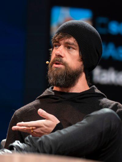 Jack Dorsey le patron de Twitter sur la scène du TED 2019 à Vancouver au Canada
