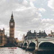 Une photographie de Big Ben et d'un pont à Londres, au Royaume-Uni.