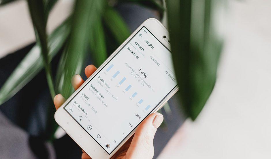 Instagram : les statistiques d'un compte affichées sur un smartphone.