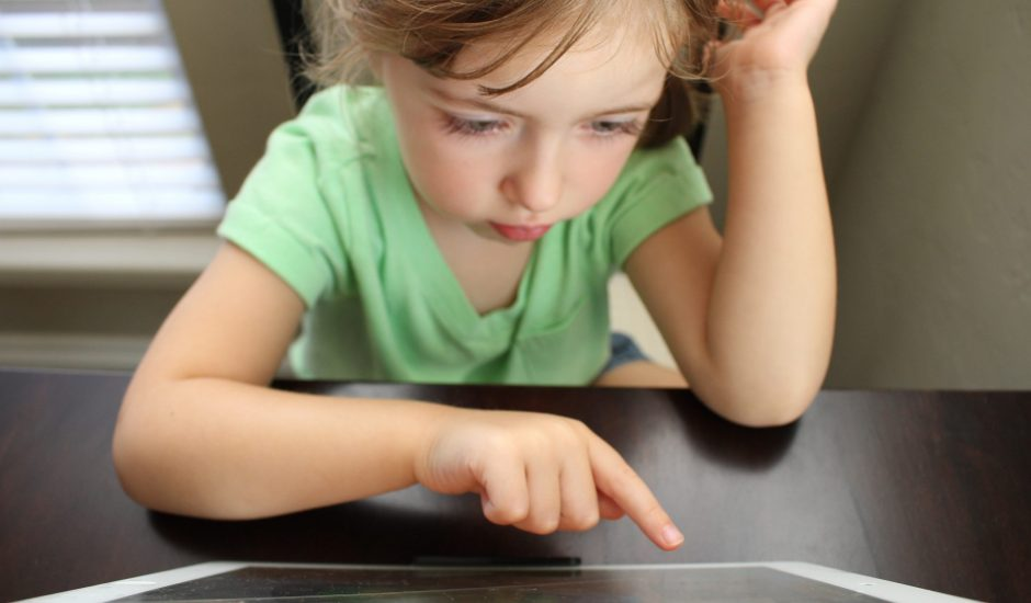 e-enseignement des enfants puisque les écoles sont fermées