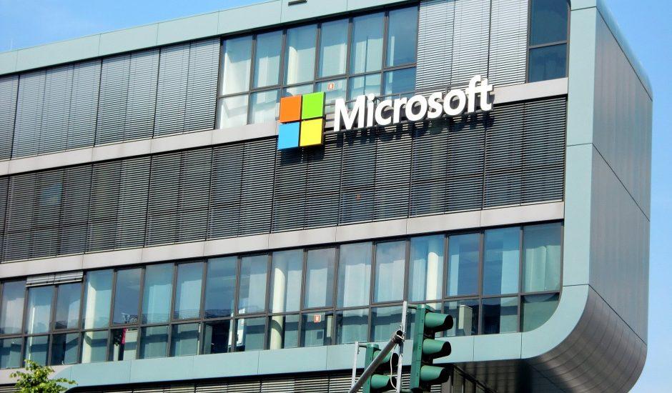 Microsoft logo sur le bâtiment de l'entreprise