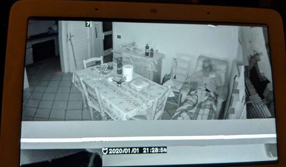 Des foyers d'autres personnes s'affichaient sur le Google Nest Hub.