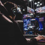 Une personne jouant à League of Legends