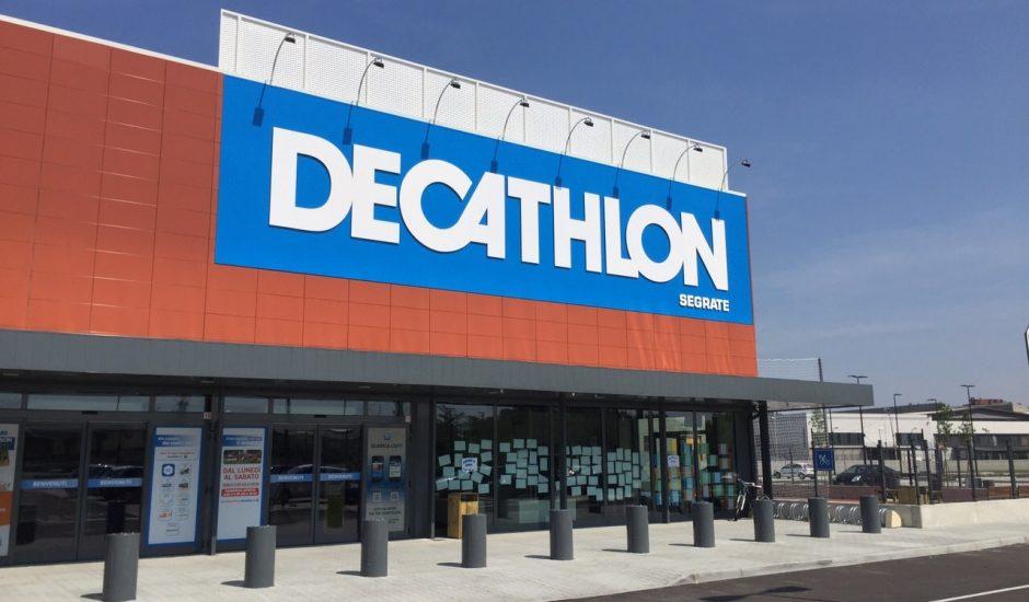 La devanture d'un magasin Decathlon