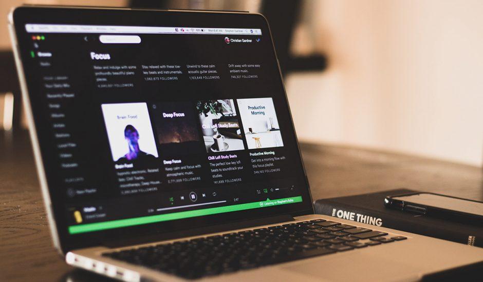 L'application Spotify lancée sur un MacBook