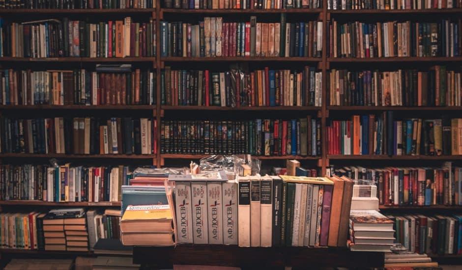 Internet Archive : une bibliothèque avec une multitude de livres.