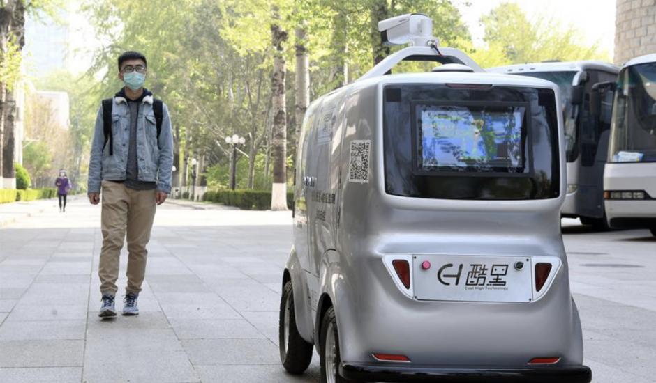 Une voiture autonome qui fonctionne à la 5G pour lutter contre le Covid-19.