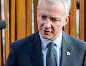 Bruno Le Maire devant les micro