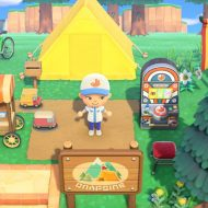 Un personnage d'Animal Crossing : New Horizons devant sa tente.