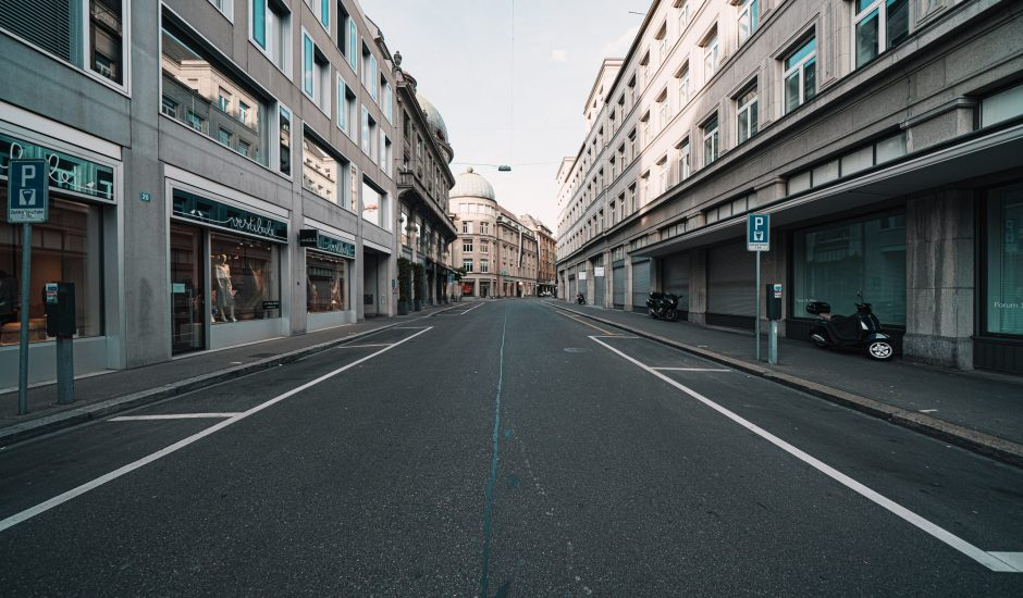 Une rue vide en Suisse