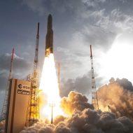 Aperçu du décollage d'une fusée européenne Ariane 5.