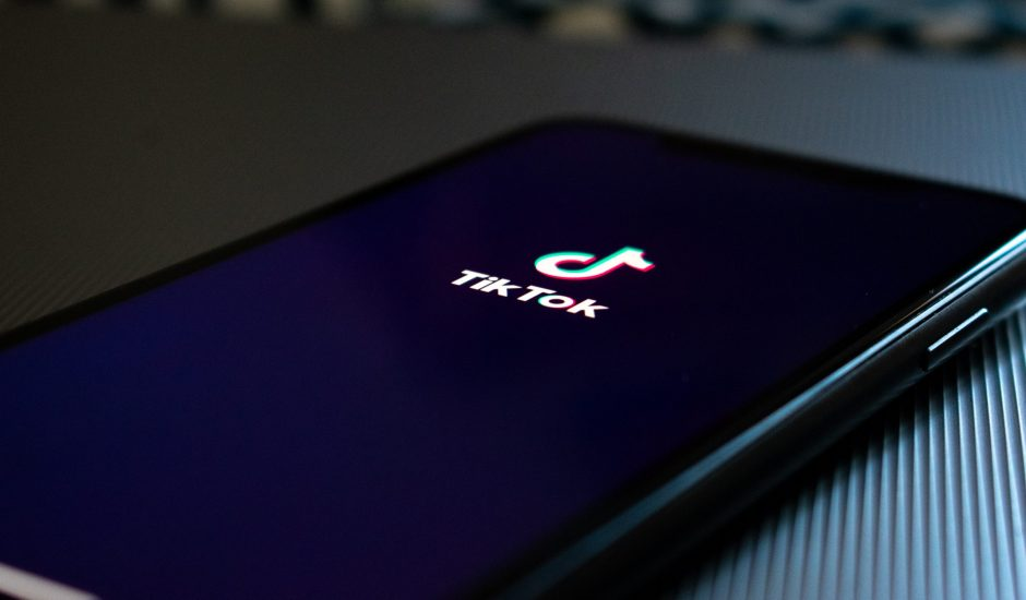 Le logo de TikTok sur un smartphone