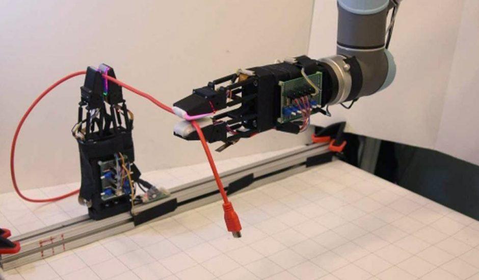 Une pince robotique créée par le MIT qui tient un câble.