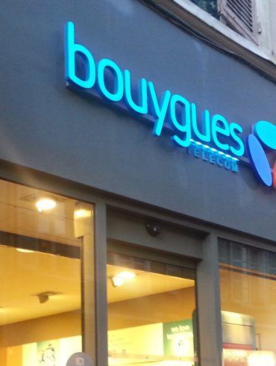 Devanture d'un point de vente Bouygues Telecom