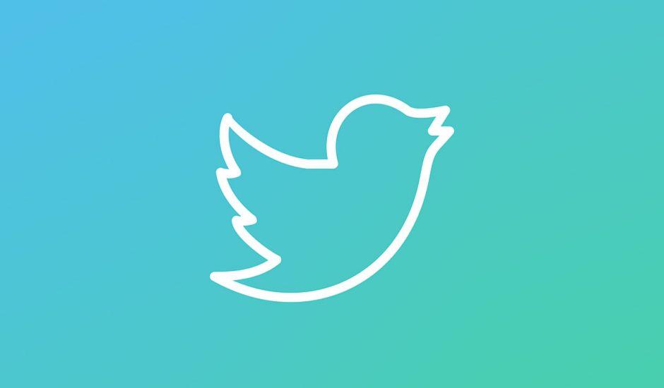 Le logo de Twitter sur un fond dégradé bleu.