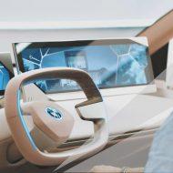 Le tableau de bord futuriste d'une BMW