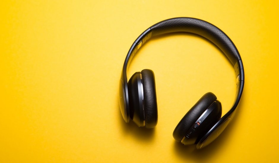 L'auditeur de podcast natif est jeune et connecté