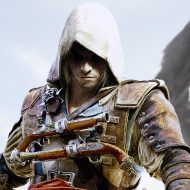 L'assassin du jeu Assassin's Creed se tient devant un drapeau pirate.