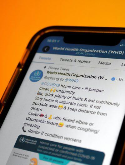 Un tweet de l'Organisation Mondiale de la Santé partagé sur la Covid-19