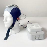 Un système d'électroencéphalographie placé sur la tête d'un mannequin.