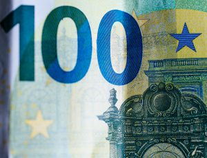 Un billet de cent euros en gros plan