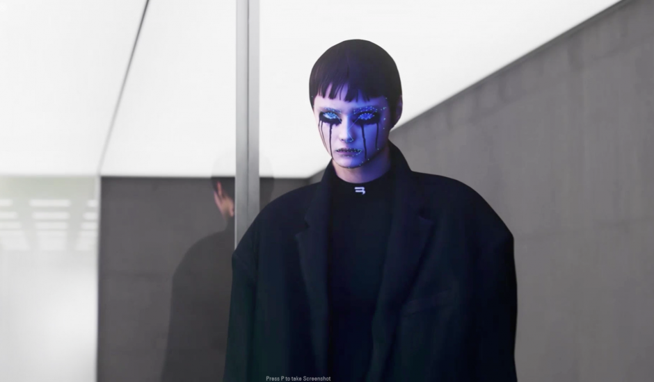 Capture d'écran du jeu créé par Balenciaga. On y voit une fille maquillée portant un manteau noir et un pull noir