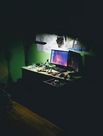 Aperçu d'un bureau de hacker.